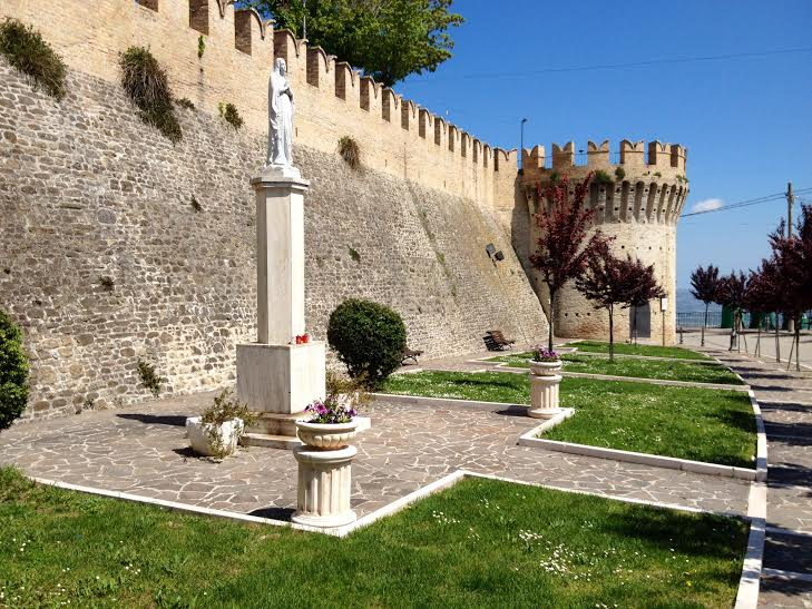 Le mura del borgo di Cellino Attanasio