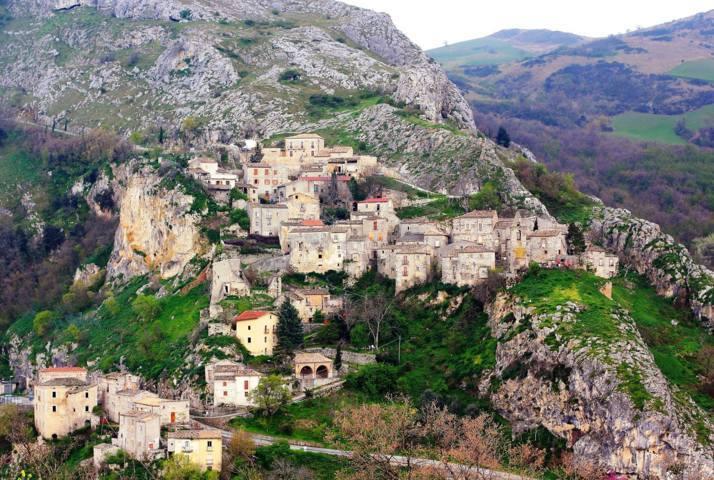 Il panorama del borgo di Corvara