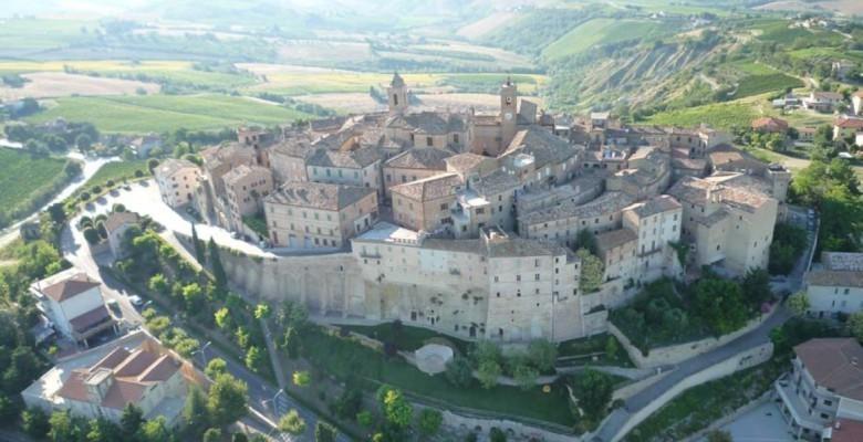 Il panorama del borgo storico di Cossignano