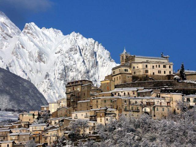 Il panorama del borgo di Farindola