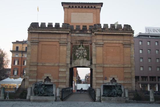La porta d'ingresso alla città di Galliera