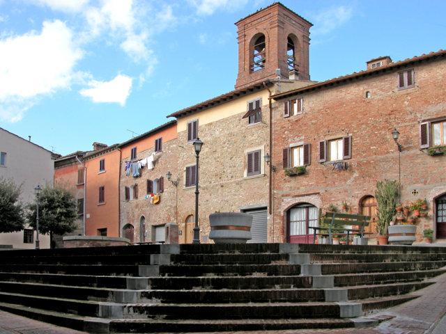 La piazza e il Castello di Gambassi Terme