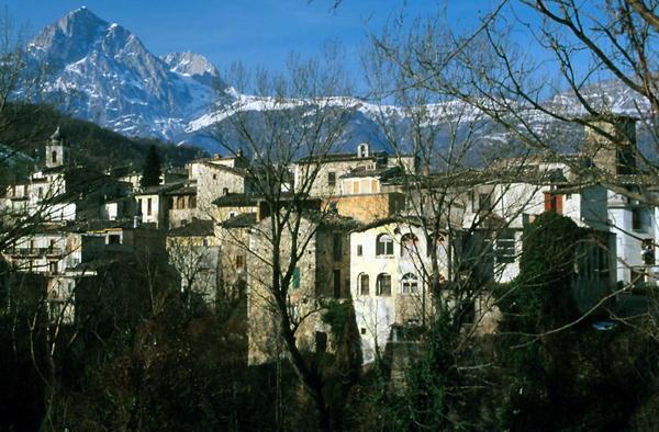 Il panorama del borgo di Isola del Gran Sasso D'Italia