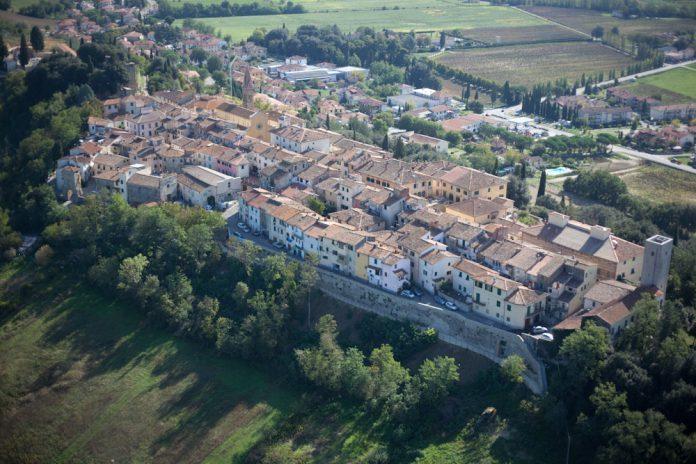 Il panorama aereo del borgo di Laterina