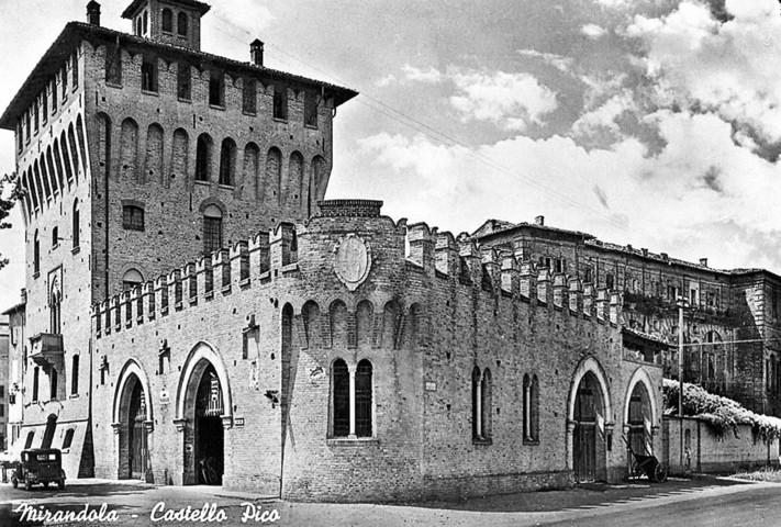 Un'immagine storica del castello Pico di Mirandola