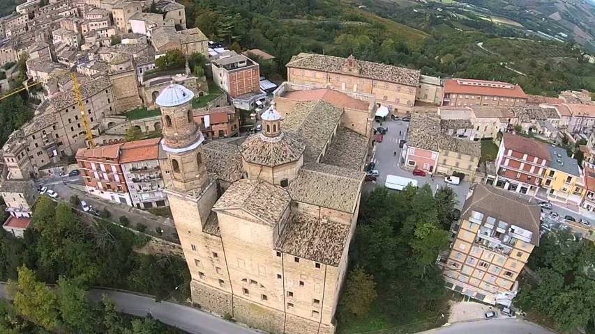 Foto aerea di Montalto delle Marche