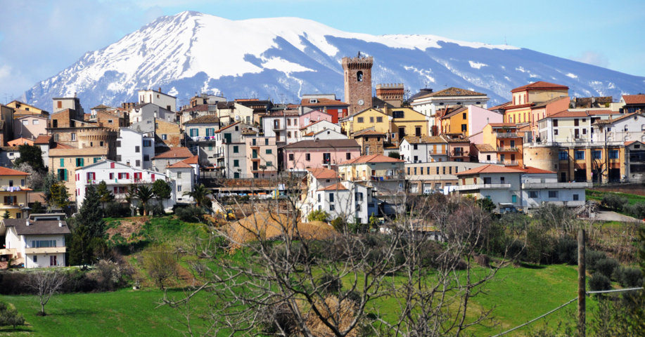 Il panorama del borgo di Mosciano Sant'Angelo