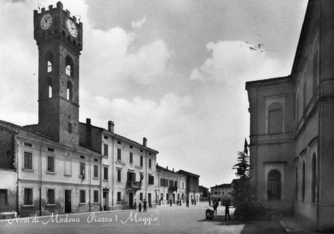 Immagine storica della piazza Primo Maggio di Novi di Modena