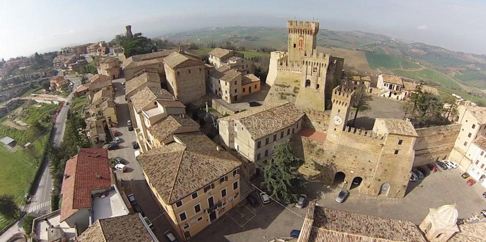 Il panorama del borgo di Offagna