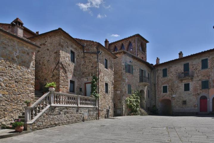 Uno scorcio del borgo di Pergine Valdarno