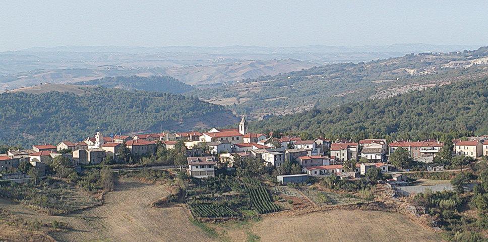 Il panorama del borgo di Salle
