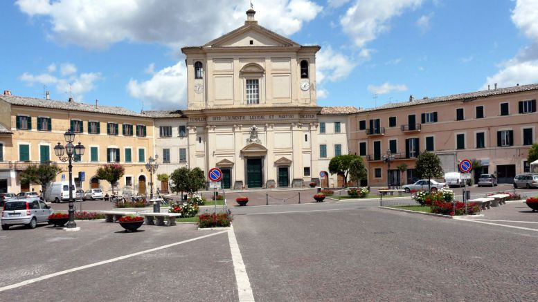La piazza Europa di San Lorenzo Nuovo