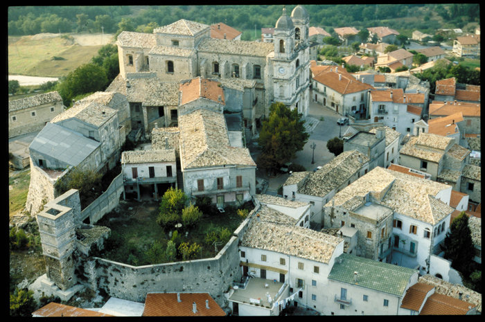Il Palazzo farnese di San Valentino in Abruzzo Citeriore
