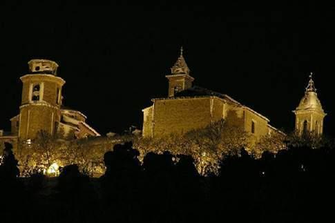 Il borgo in notturna di staffolo