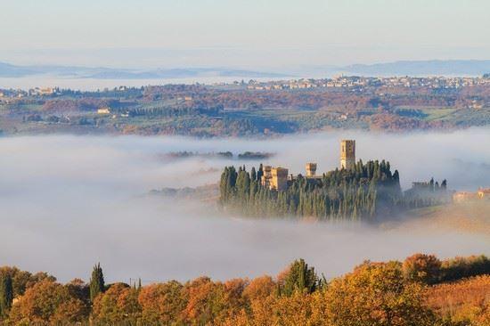 Il panorama con la nebbia di Tavernelle Val di Pesa