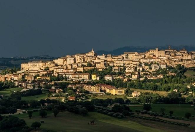 Il panorama del borgo di Treia