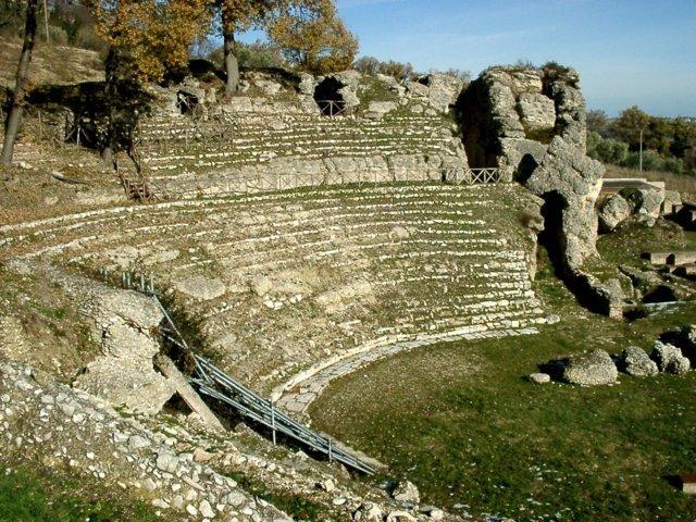 Il teatro dl parco archeologico di Urbisaglia