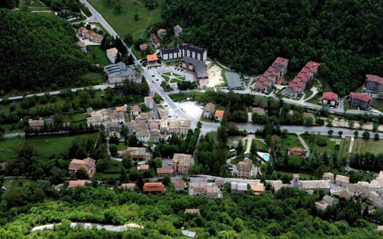 Un'immagine aerea di Ussita