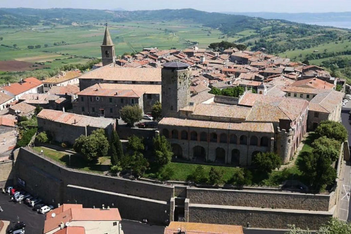 Il panorama del borgo antico di Valentano