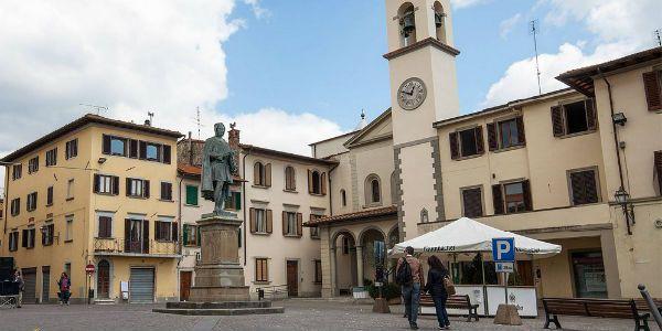 La piazza del comune di Vicchio