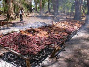La carne alla griglia cotta sulla legna