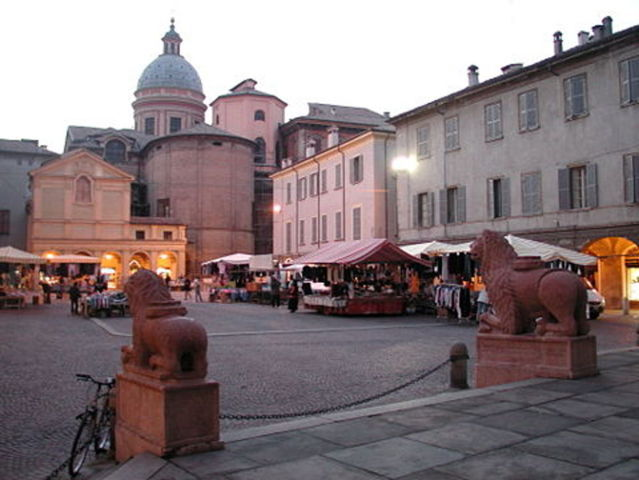 Uno scorcio della piazza del paese di San Prospero