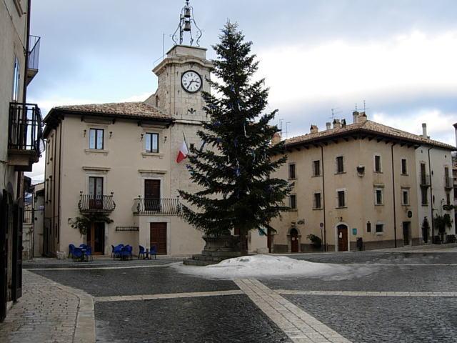 La piazza comunale di Pescocostanzo