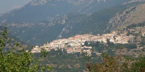 Il panorama del borgo di Scontrone