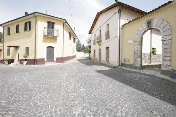 Uno scorcio del borgo di Barete