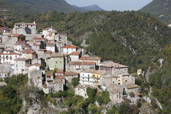 Un'immagine del borgo di Canistro