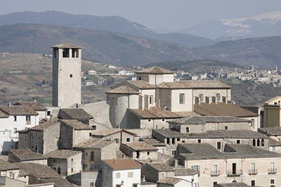 Il panorama dei tetti del borgo di Caporciano
