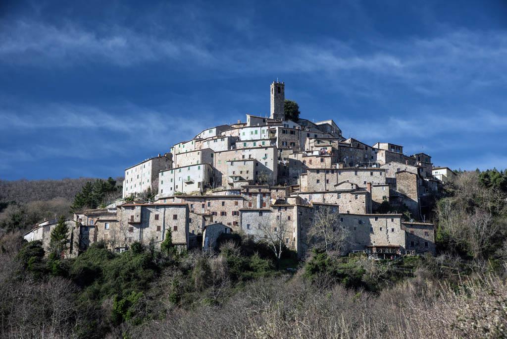 Il panorama di Castelnuovo di Val di Cecina