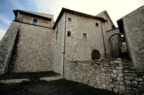 Uno scorcio del borgo antico di Collepietro
