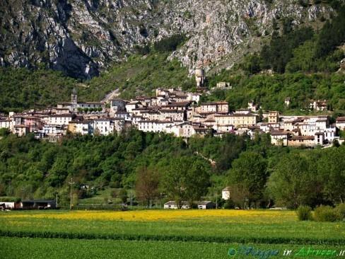 Il panorama del borgo di Fossa