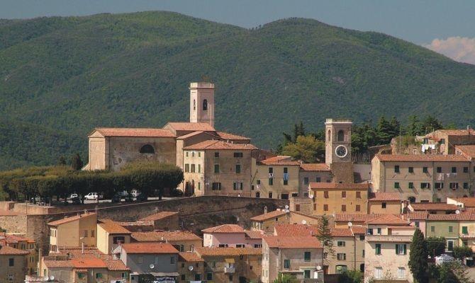 Un'immagine del borgo di Montescudaio