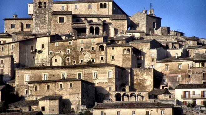 Il panorama del borgo antico di Navelli