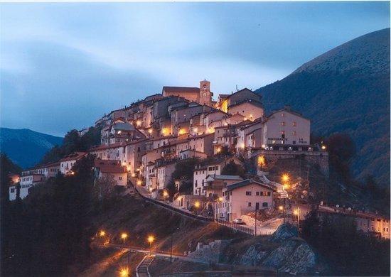 Il panorama del borgo di Opi
