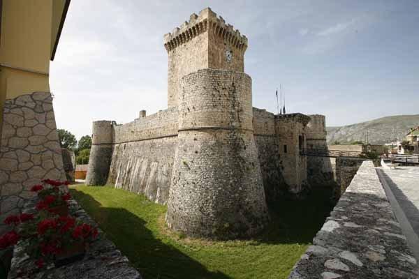 Il castello Piccolomini di Ortucchio