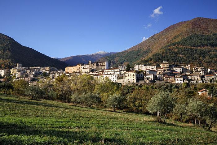 Il panorama del borgo di Pettorano sul Gizio