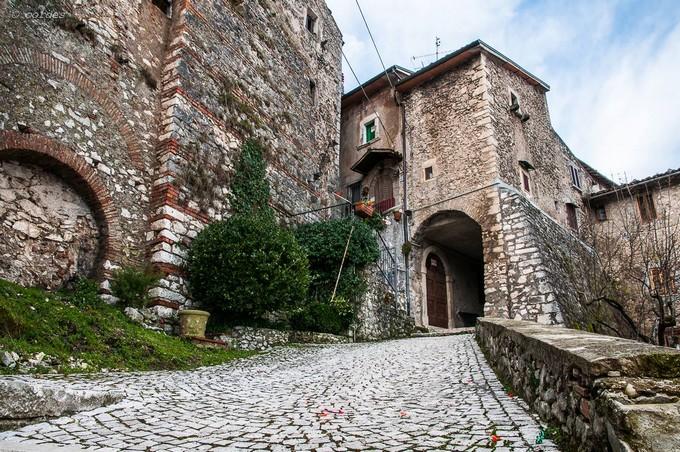 Uno scorcio del borgo di Rocca di Botte