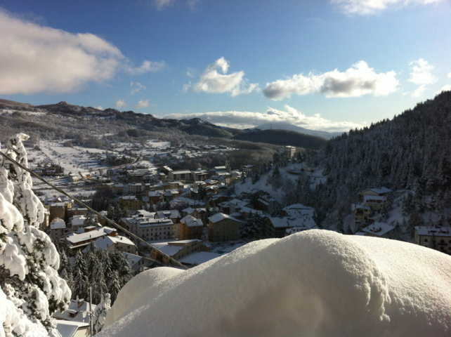 Il panorama innevato del borgo di Roccaraso