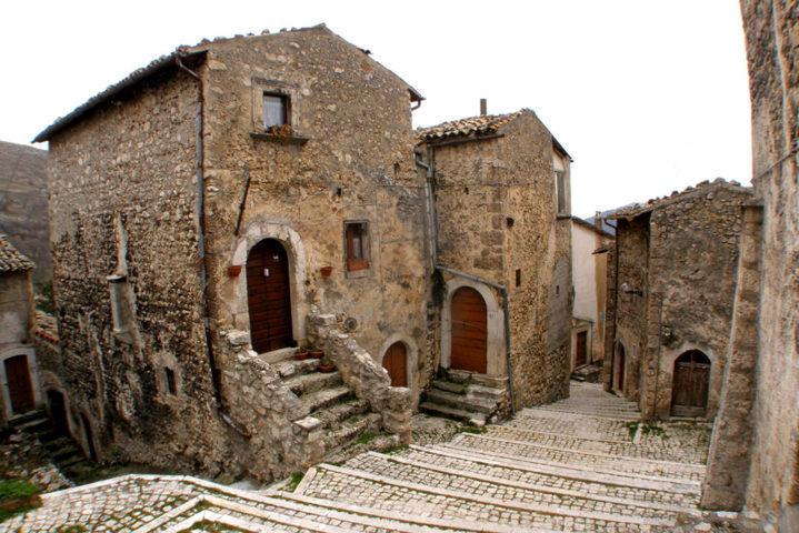 Uno scorcio del borgo di Santo Stefano di Sessanio