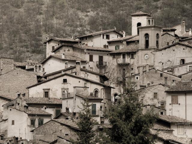 Un'immagine antica del borgo di Scanno
