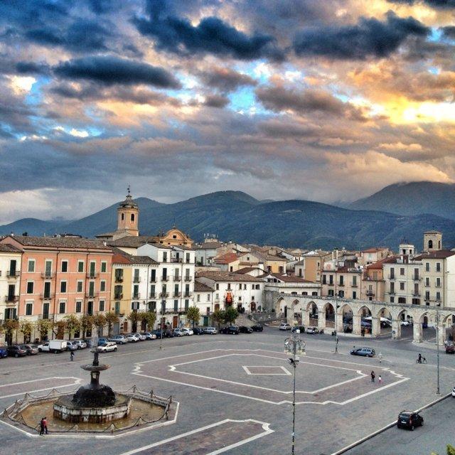 La piazza con fontana di Sulmona