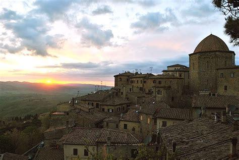 Un'immagine del tramonto di Terricciola