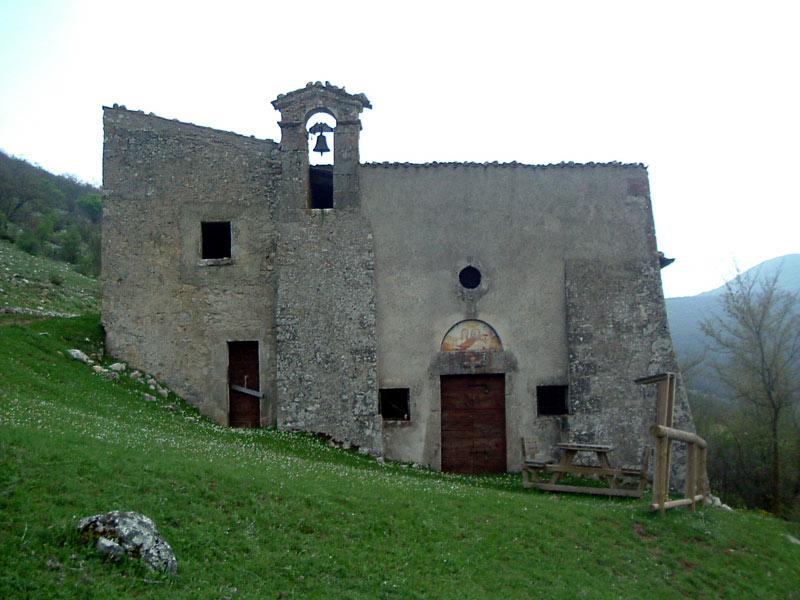 La chiesa di Tione degli Abruzzi