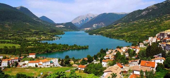 Il panorama del borgo e del lago di Villetta Barrea