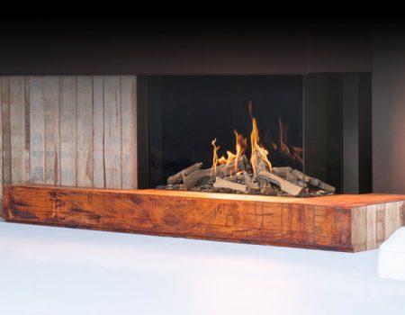 Camino a gas con finiture in legno