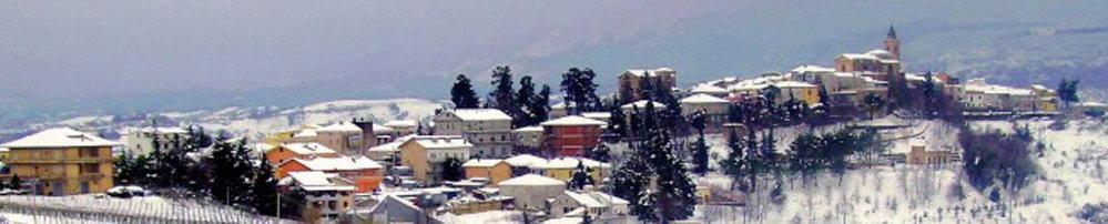 Il panorama con la neve del borgo di Casalincontrada