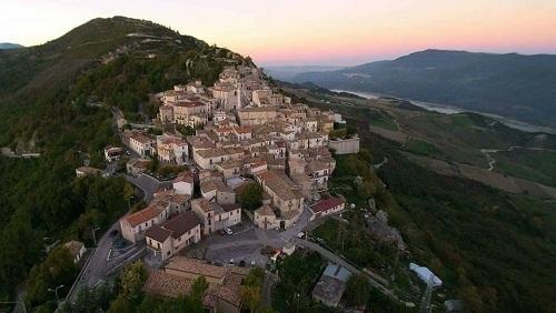 Un'immagine aerea di Montelapiano